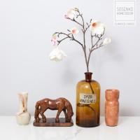 Koń. Rzeźba ceramiczna szkliwiona. Sygnowana A. Hubner.
