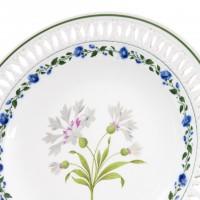 Talerz porcelanowy z białym chabrem, sygnowany, MIŚNIA, pocz. XIX w