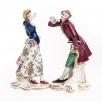 Dworzanin figurka porcelanowa, sygnowana