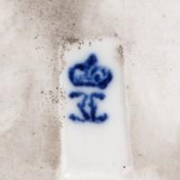 Dama w stroju dworskim,  figurka porcelanowa, sygnowana