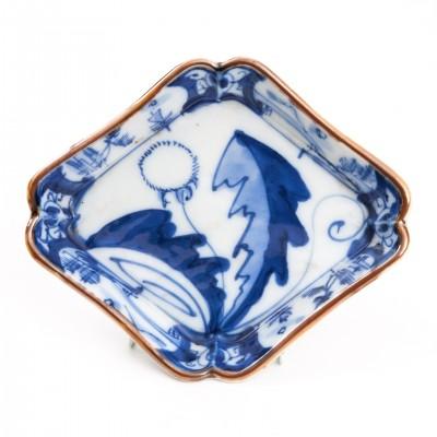 Orientalny kwadratowy talerzyk malowany kobaltem, porcelana