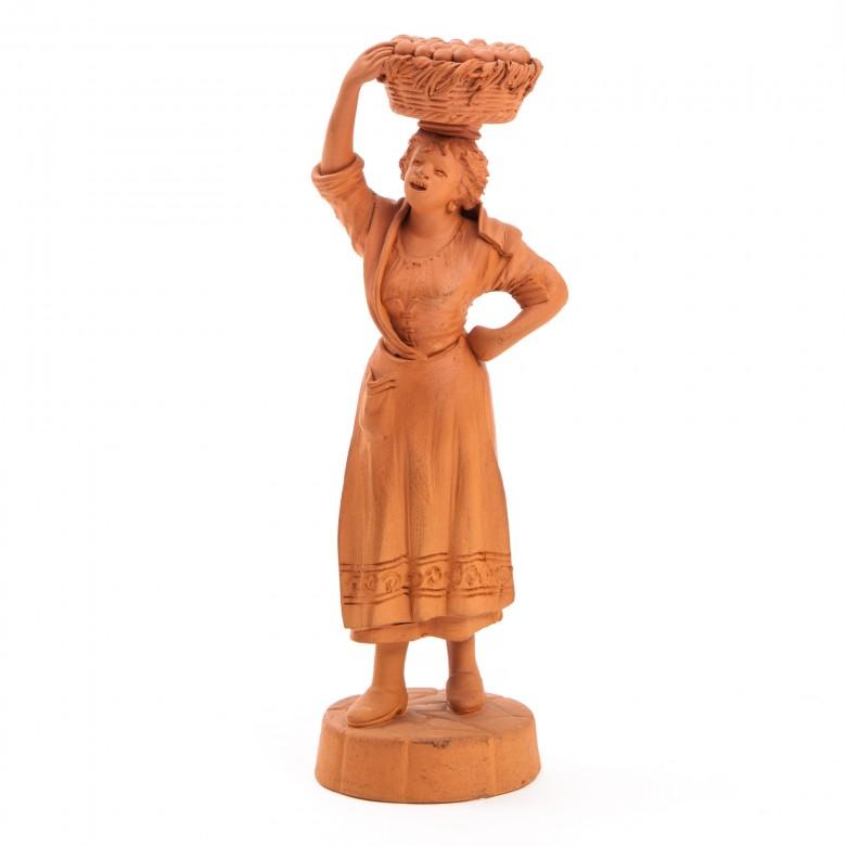 Sycylijska kobieta z koszem pomarańczy, figurka terakotowa, sygn. S-no GRASSO, Sycylia, Katania, lata 40 XX w.