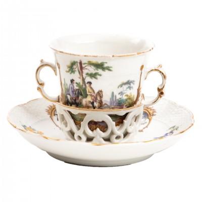 Tasse Trembleuse, filiżanka ze spodkiem, dekorowana scenami myśliwskimi, porcelana sygnowana, Niemcy, XIX w.