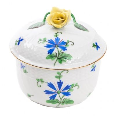 Bombonierka z żółtą różą i chabrami, sygnowana, HEREND (?), Węgry (?)