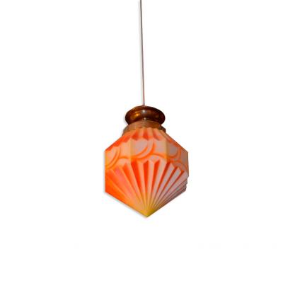 Lampa Art Deco. Szkło formowane geometrycznie i malowane strefowo. Mosiądz. I poł. XX w.