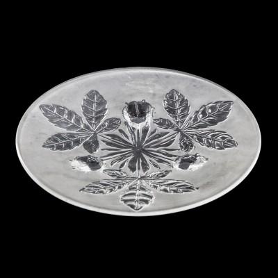 Paterka z motywem liści kasztanowca. Szkło prasowane i zdobione efektem matowienia
