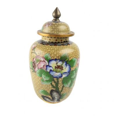 Żółta waza z okazałą dekoracją roślinną, emalia Cloisonné, Chiny, XX w.