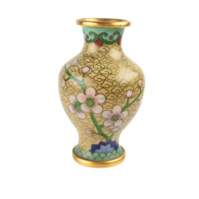 Wazon z motywem kwiatów wiśni ozdobiony emalią Cloisonné, Chiny, XX w.