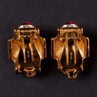 Klipsy D'ORLAN, wysadzane cyrkoniami i imitacjami rubinów. Sygn. Metal pozłacany.