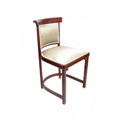 Krzesło marki Thonet wykonane z buku giętego, bejcowanego na palisander i politurowane na połysk. Tapicerka o wyjątkowej urodzie i połysku. 1 szt. Pocz. XX w.