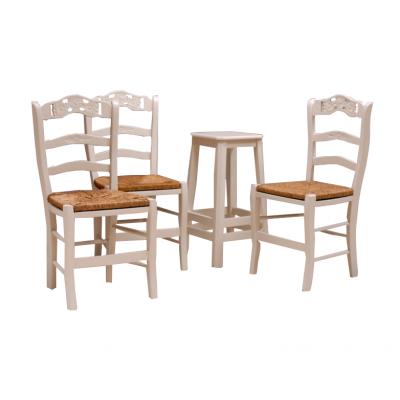 Krzesła drewniane, lakierowane na biało z wyplatanym siedziskiem.  II poł. XX w.
