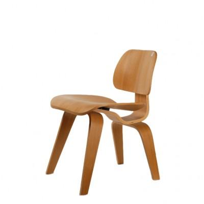 Krzesło Proj.Charles Eams, sklejka lakierowana. Proj. z 1945 r.