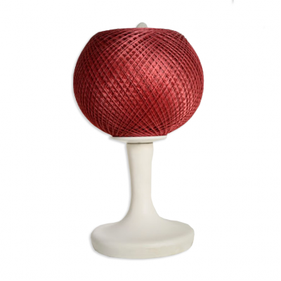 Lampa biurkowa w formie kłębka nici, podstawa z białego plastiku, Lata 60. XX w.
