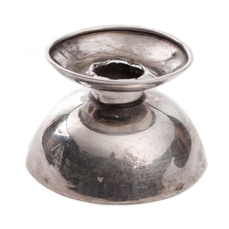 Mały świecznik ze srebra, w stylu Art Deco. Puncowany. Niemcy, lata 30. XX w.