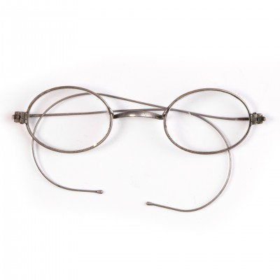 Okulary w okrągłych oprawkach. Model 'windsor'. II poł. XIX w.
