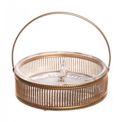 Pozłacany koszyk. Metal złocony, szkło kryształowe, szlifowane.