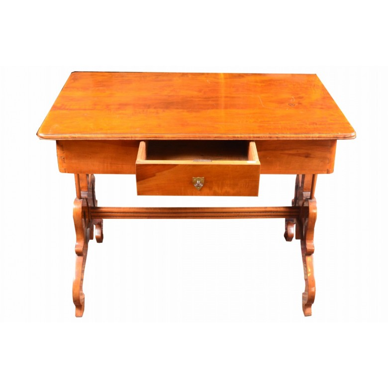 Stół w stylu Biedermeier na nogach tzw. łabędzich szyjach. Drewno jabłoń, politurowane na połysk. Polska lata 30. XIX w.